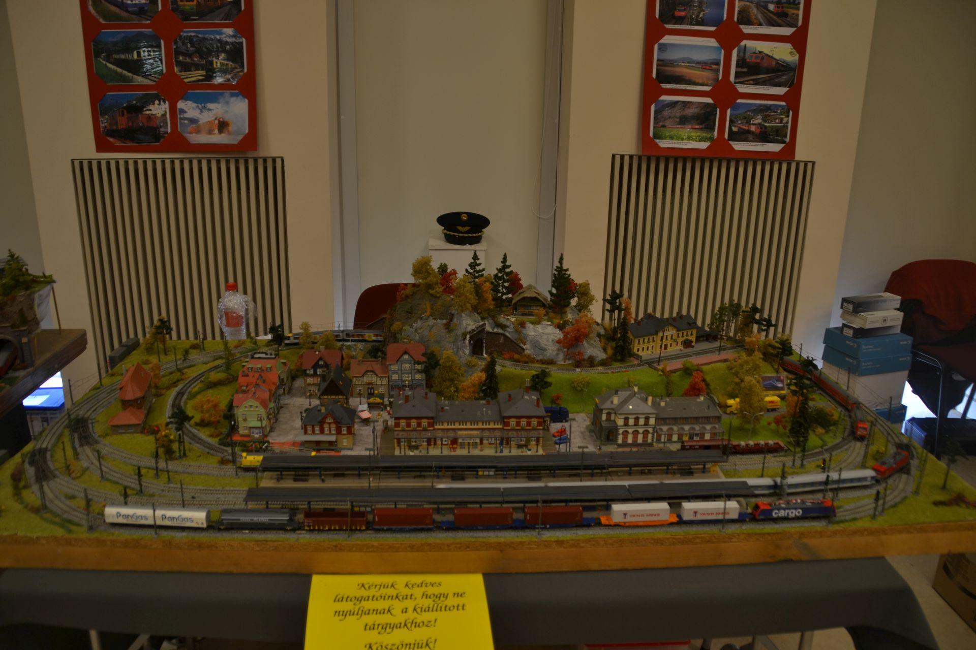 TT, Kecskemét, TGV 2000, kiállítás
