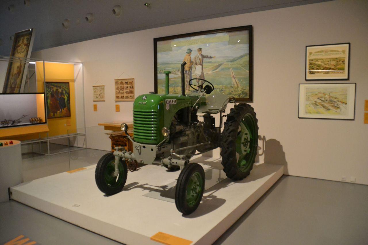 st. pölten, ausztria, természettudományi múzeum, traktor