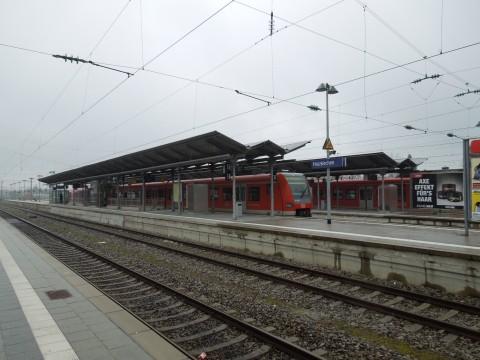 Holzkirchen, München határa, a villamosított vonal vége és az első szétválás helye