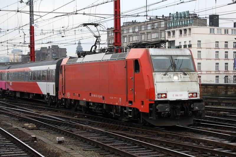 Angel Trains TRAXX