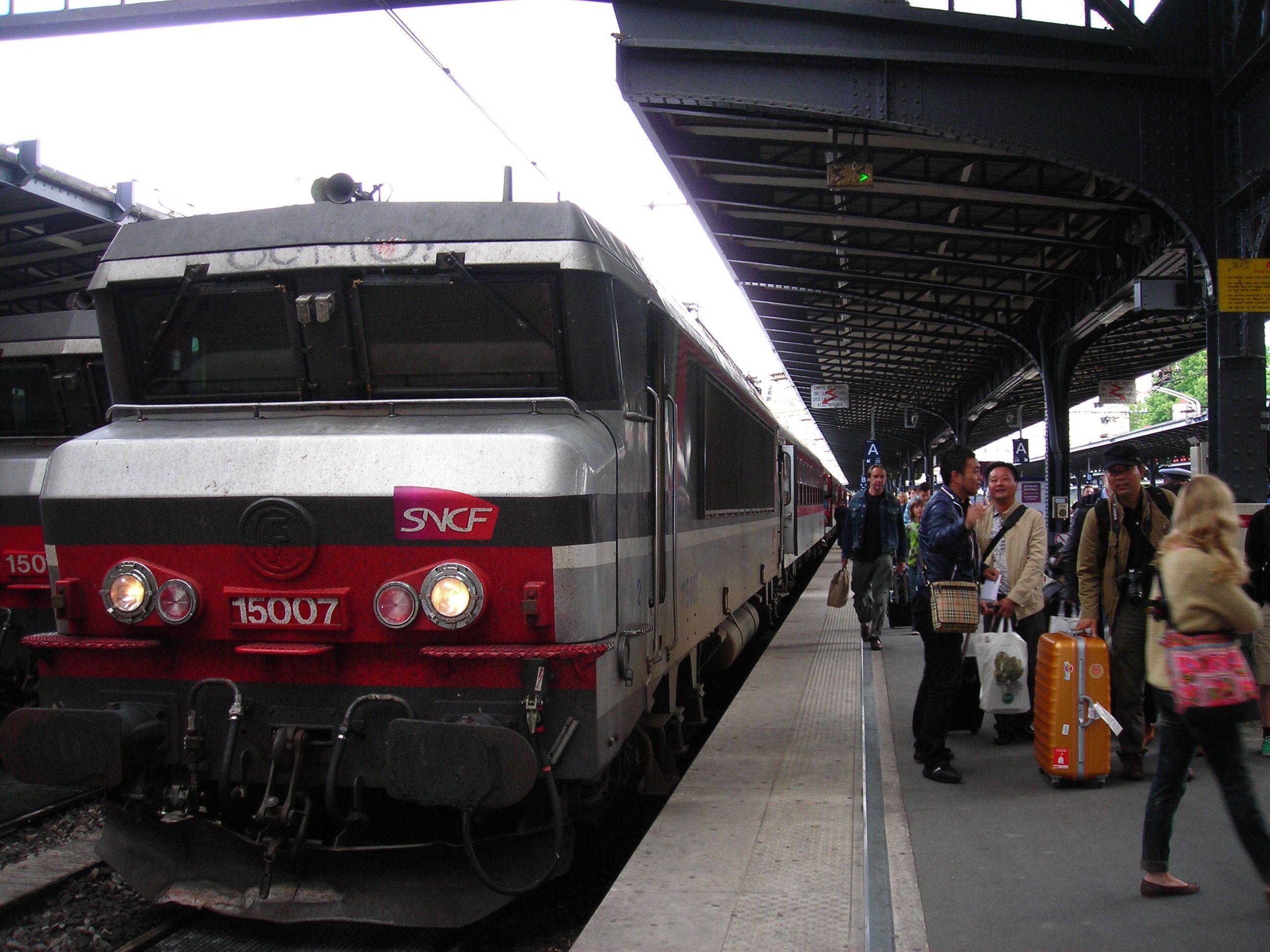 Megérkezés Paris-Est pályaudvarra A mozdonyom út közben le lett cserélve egy BB 15000 sorozatú mozdonyra
