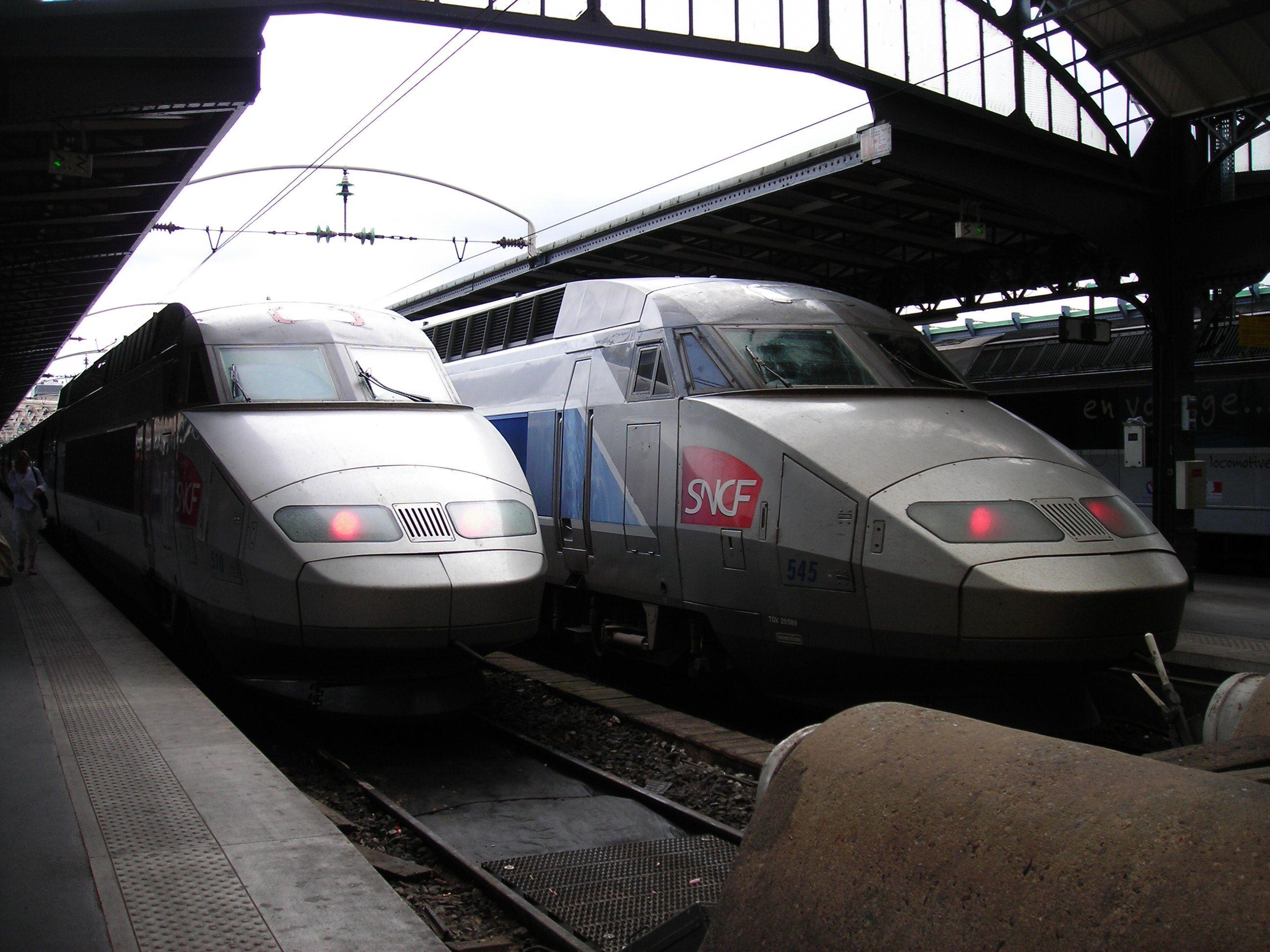 TGV   vonatok indulásra készen