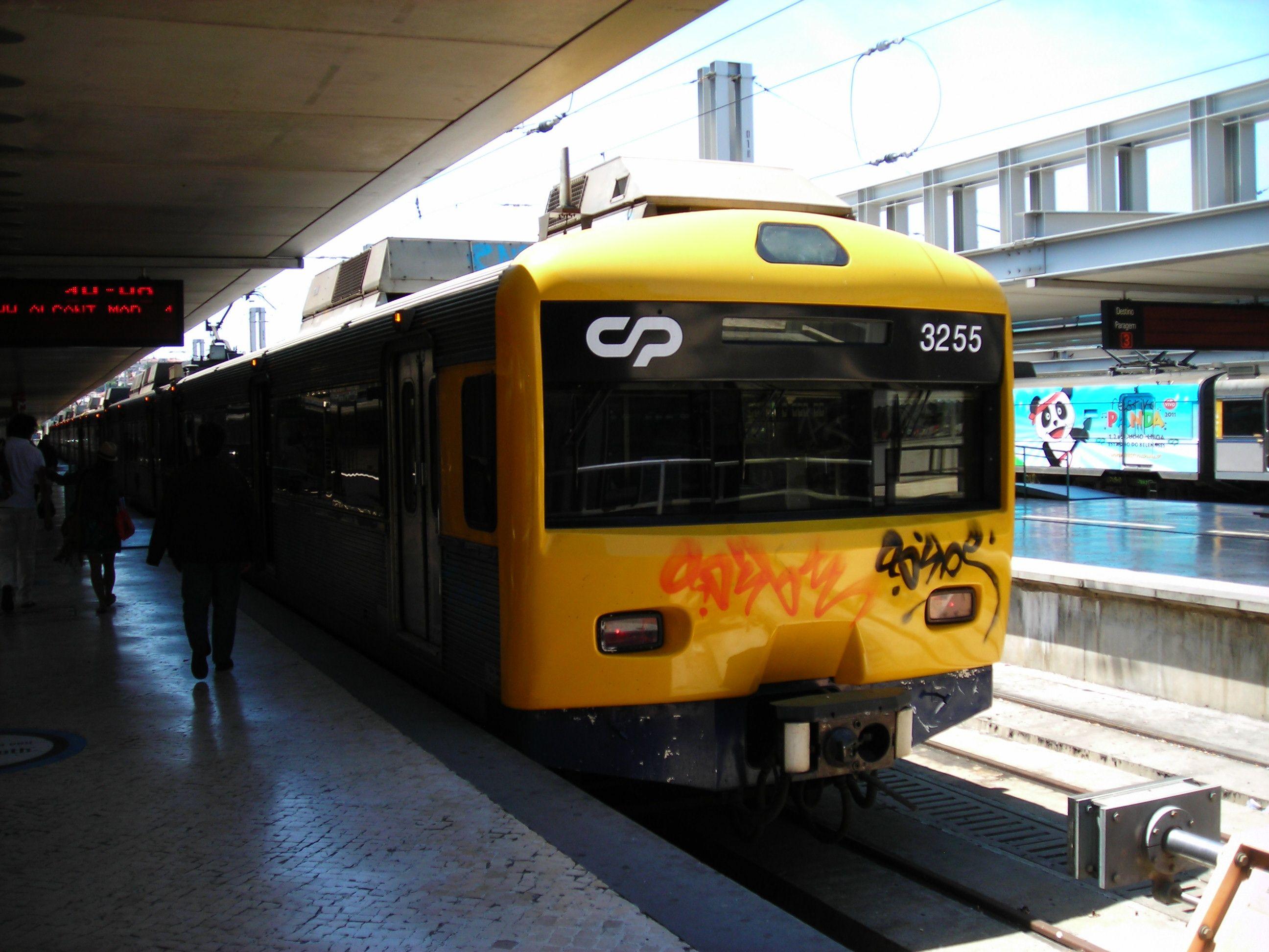 Lisszabon elővárosi vonata a CP Urbanos de Lisboa
