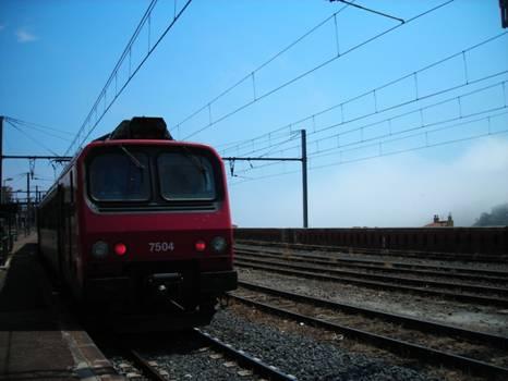 Cerbére állomás, a motorkocsi hamarosan indul Narbonne állomásra háttérben az alagút bejárata