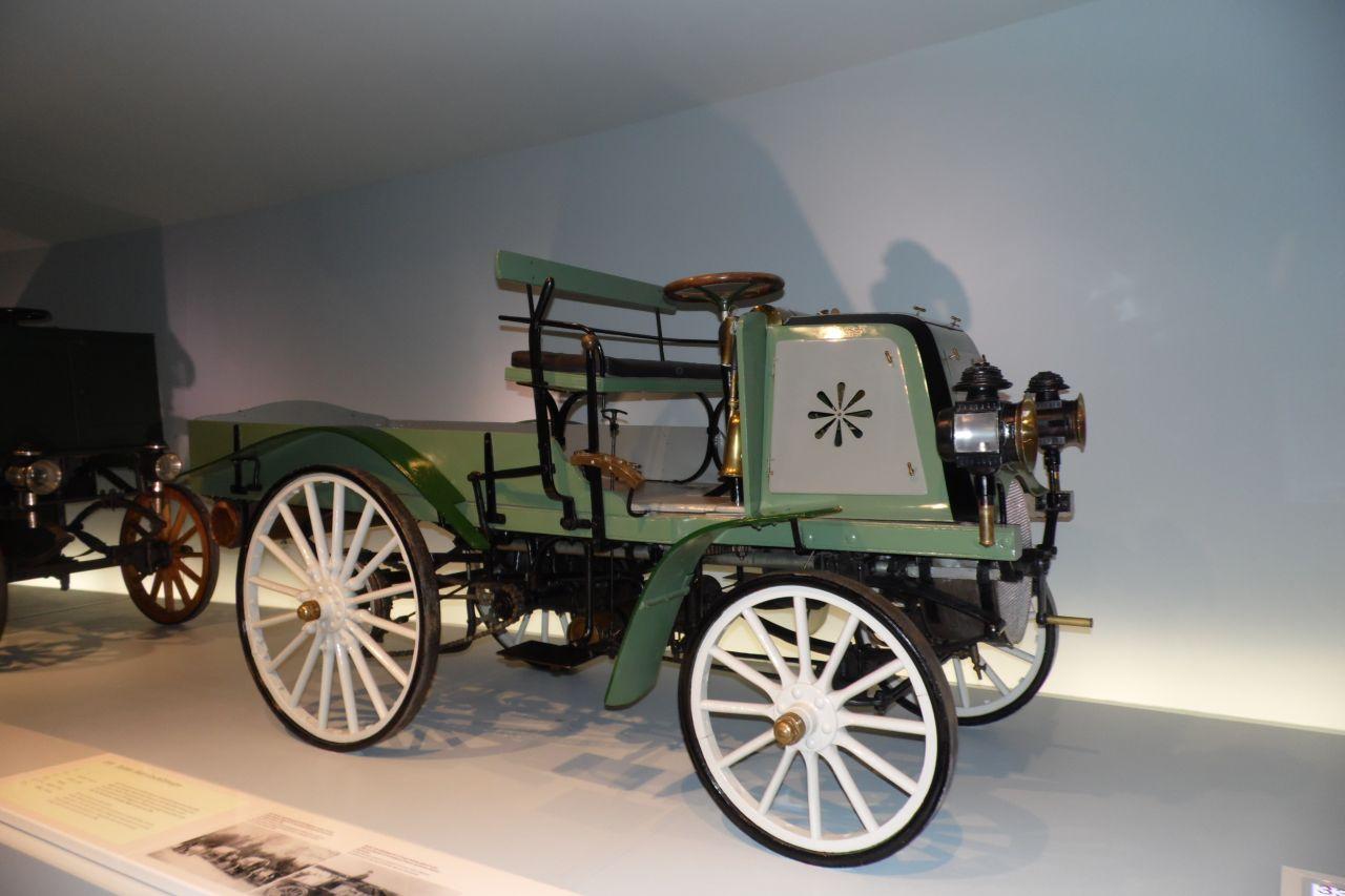 mercedes múzeum teherautó