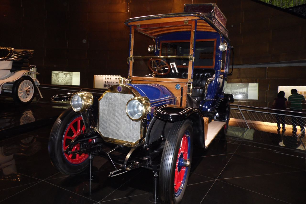 mercedes múzeum személyautó