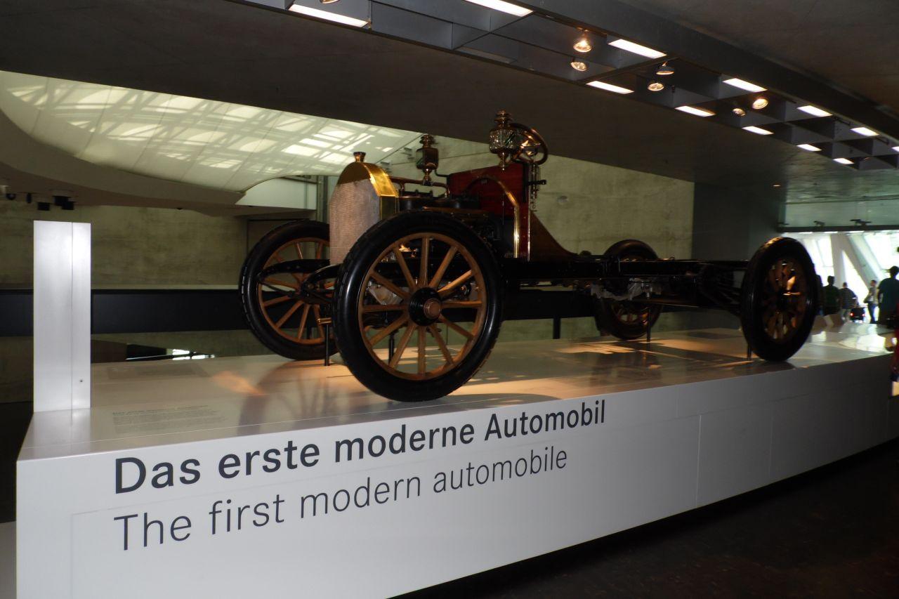 mercedes múzeum modern autó