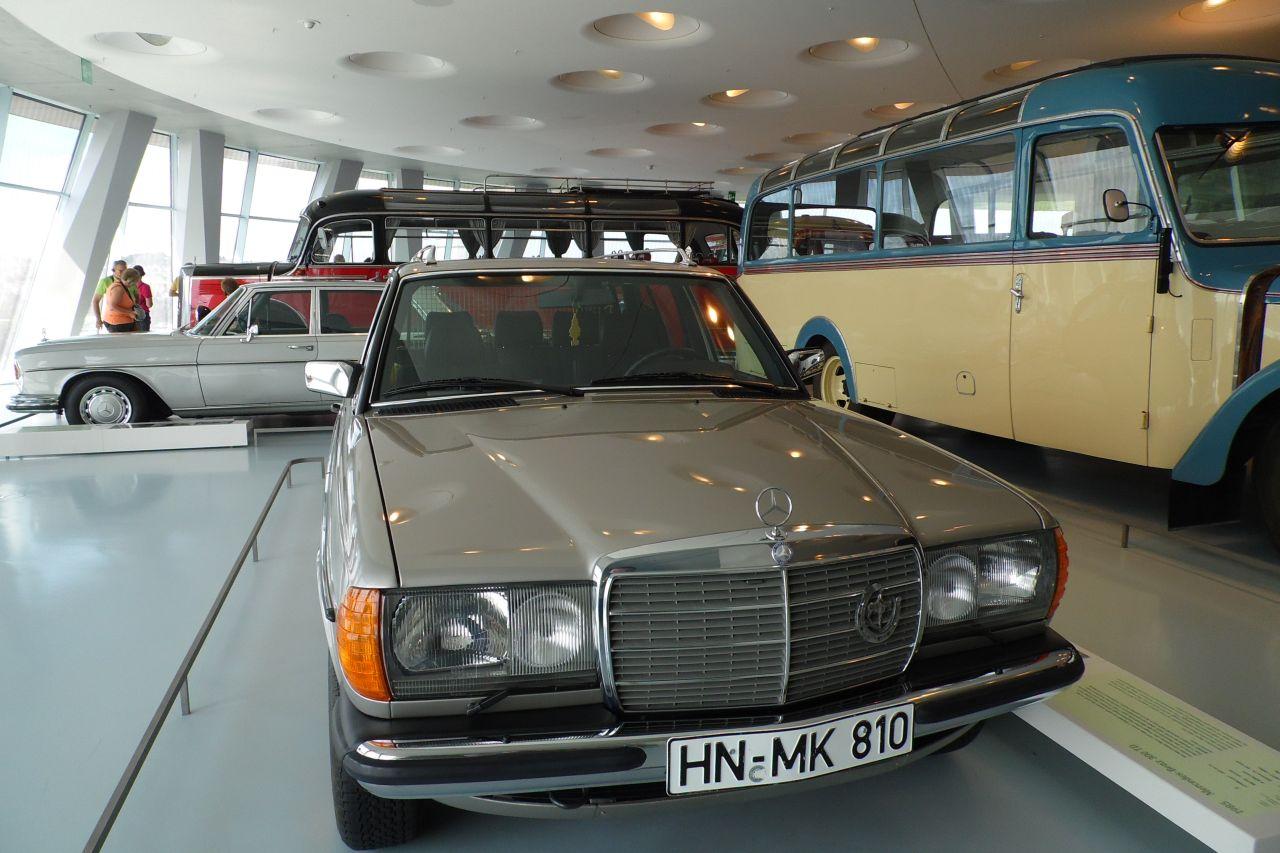 mercedes múzeum w123 személyautó