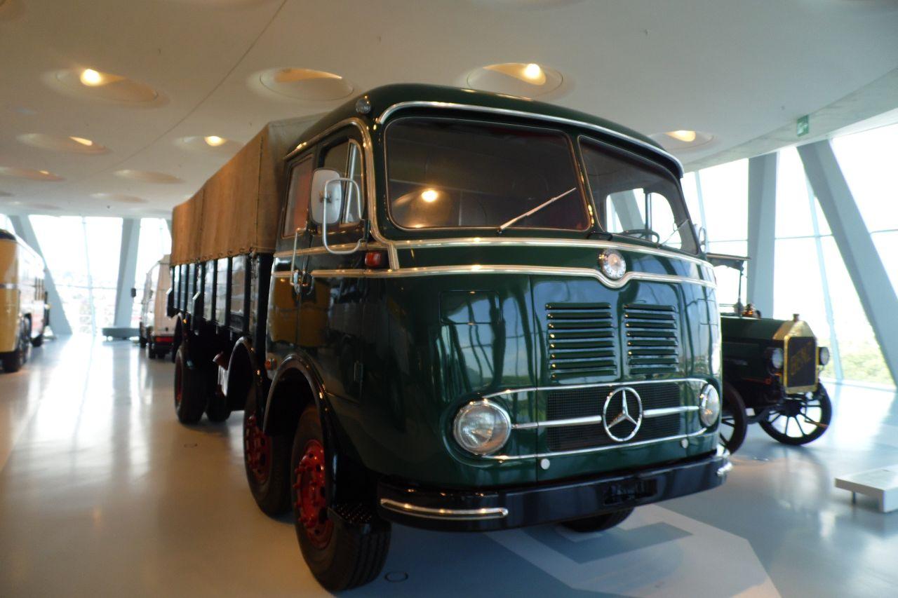 mercedes múzeum Mercedes-Benz LP 333 teherautó