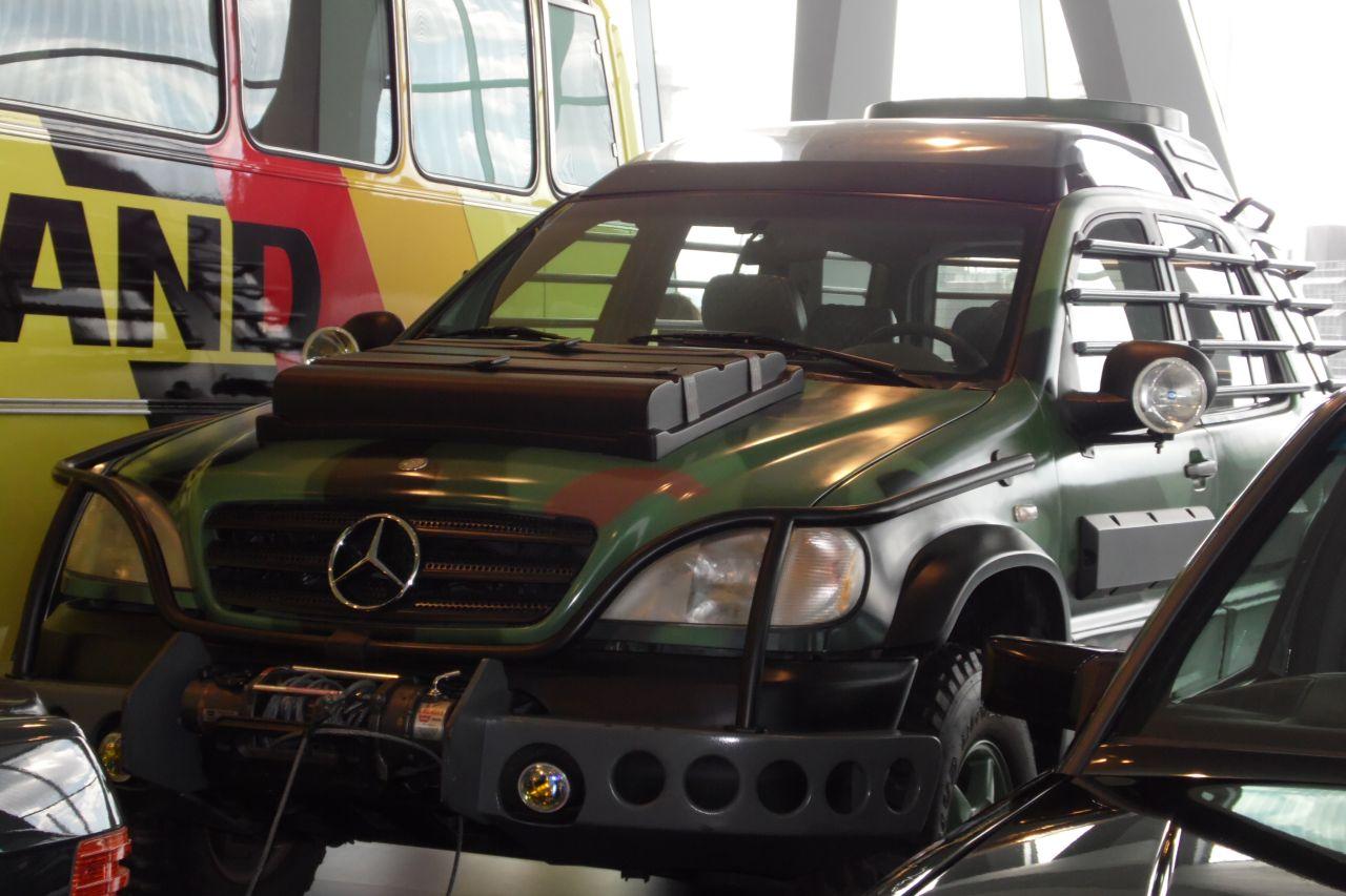 mercedes múzeum Jurassic Park Mercedes W163 M osztály