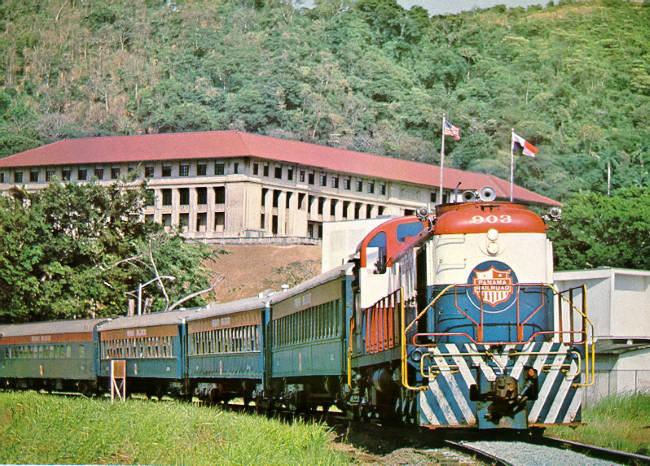 vasút dízelmozdony kszemélykocsi