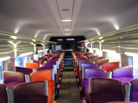 A Párizs-Figures TGV Duplex utastere, a vonaton francia-spanyol nyelvű személyzet dolgozott