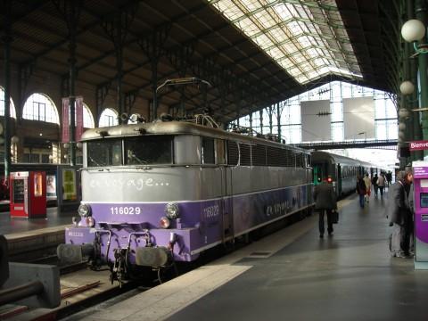 SNCF Intercity a csarnokban, a mozdony rokona a MÁV V43 sorozatnak