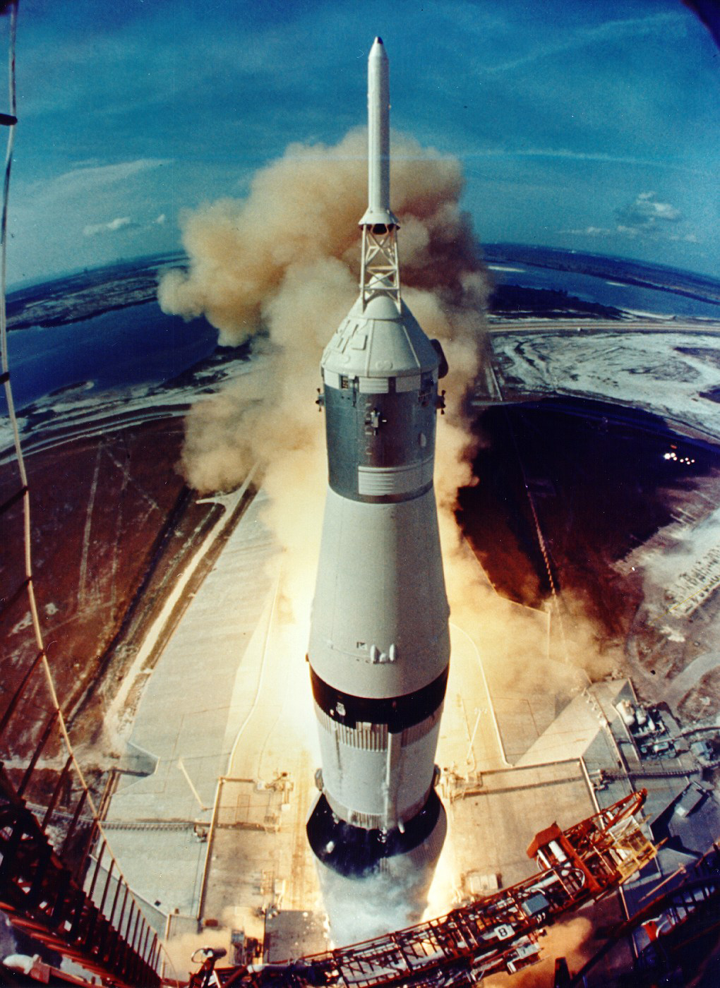 Apollo11_Launch.jpg