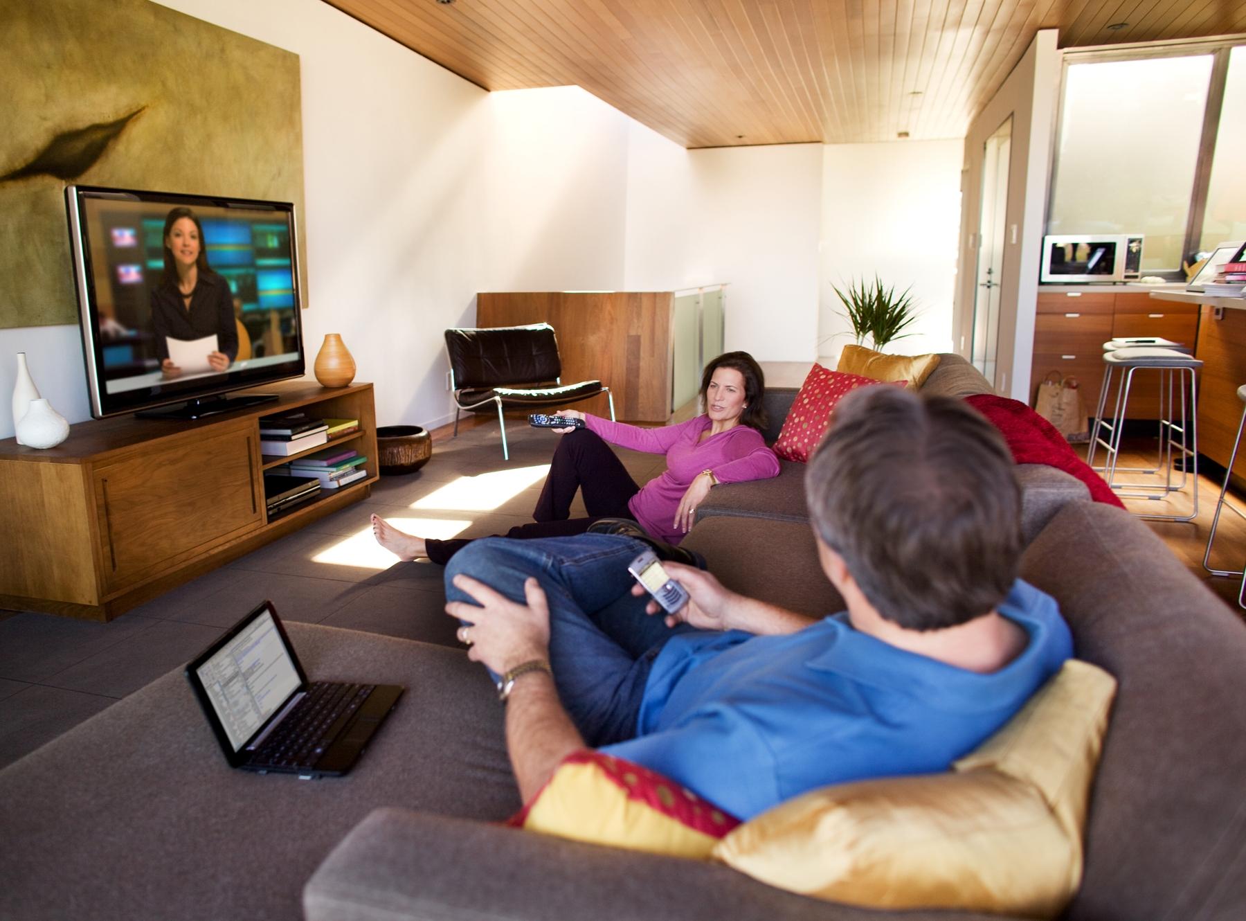Consumers_Sigital_Multitasking_at_Home.jpg