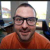 Péter (32) - főszerkesztő - Klónfalva