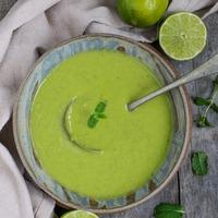 Lime-os mentás zöldborsóleves mindenmentesen