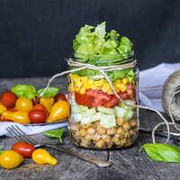 Pofonegyszerű sült csicseriborsó saláta befőttesüvegben