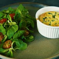 Így készíts egyszerűen sajtszuflét egy kis extrával!