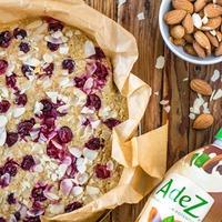 Vörösáfonyás-mandulás sütemény cukor-és tejmentesen