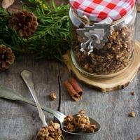 Cukormentes fahéjas granola