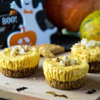 Halloweeni sütőtökös mini sajttorták sütés nélkül