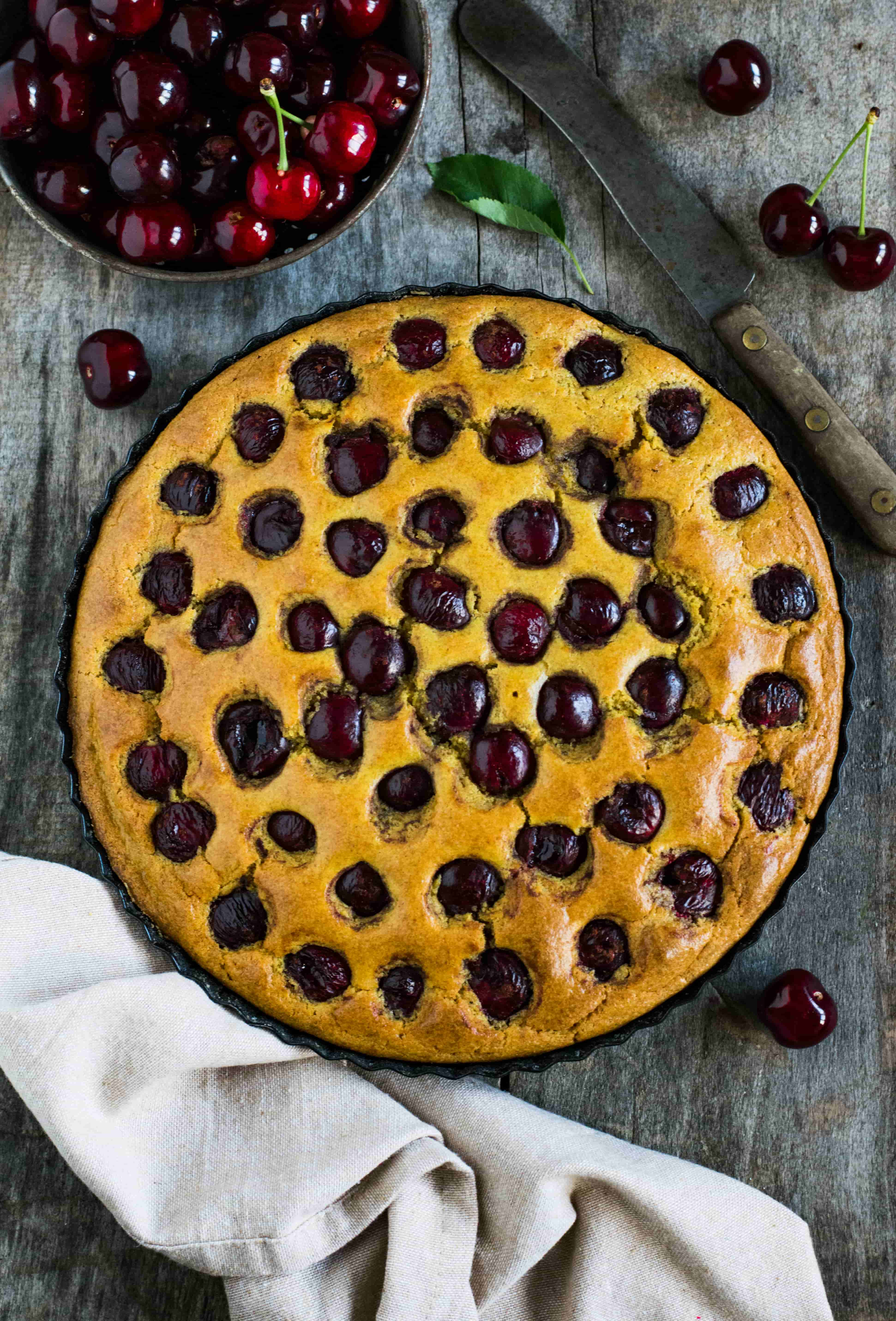 Mennyei cseresznyés pite cukor-és tejmentesen