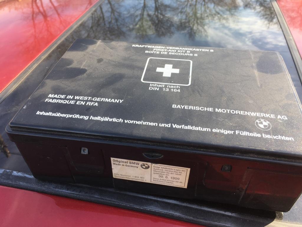 Már az autó gyártása előtt lejárt BMW-s elsősegélydoboz :D