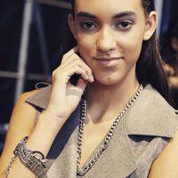 A Marie Claire Fashion Days-en legújabb márkánk is bemutatkozott. A LIU JO órák és ékszerek már kaphatók a Fashionwatch üzleteiben és a webshopon is. Képünkön a MCFD egyik modelljét láthatjátok a kifutóra lépés előtt Liu Jo ékszerekben. #fashionwatchhungary #liujo #trend2019 #shopping #italianstyle #luxury #jewellery