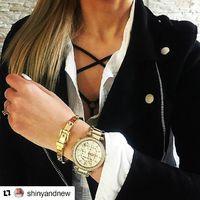 Shinyandnew bloggerének, Dorkának nagyon jól áll a Fashionwatch ajándéka, a MK karkötő. Még több ékszert és órát találtok üzleteinkben! #fashionwatchhungary  #fashionwatch @fashionwatchhungary #trend2018  #gold #xmas #present #press #bloggerliving @shinyandnew