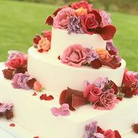 Bordó-pink esküvői torta