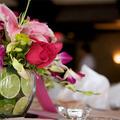 Pink-lila-zöld esküvői asztaldísz