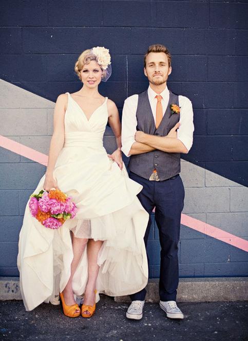 ce2d3332d8 A mai nap képe egy menyasszony és egy vőlegény, akik a narancssárgát és a  pinket választották. Nekünk is volt már ilyen színű megbízásunk, de az a  pár nem ...