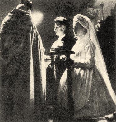 13b7e0fca0 Mai rohanó világunkban is fontos a régi hagyományok megismerése,  tisztelete, és megőrzése. Ha valaki hagyományos esküvőt tervez, az a  fentieken kívül még ...