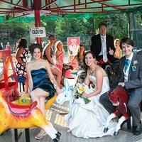 Törpök, tűznyelők, körhinta - esküvő a vidámparkban
