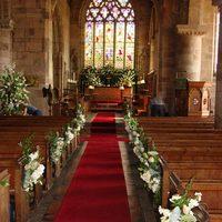 Oltári megoldások, avagy esküvői dekoráció a templomi szertartáshoz