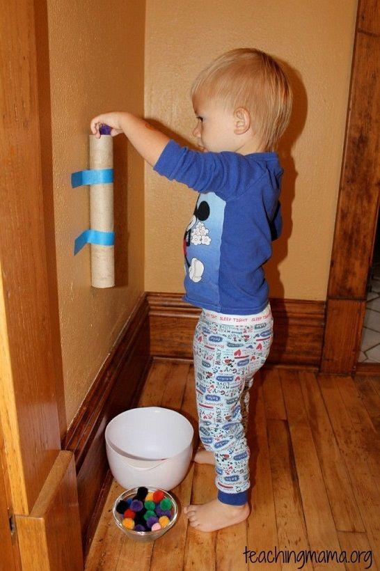 kiseebeknek golyócsúszda. Akár hosszabb pályát is építhetünk. WC papír guriga és papírtörlő guriga újrahasznosítás rulez.
