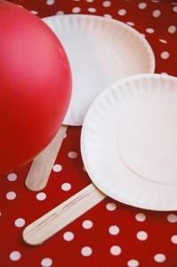 Ütögetős játék, a dísztárgyak megóvásának érdekében kizárólag lufival! :)<br />Forrás: http://www.pinterest.com/pin/201747258277750243/<br />