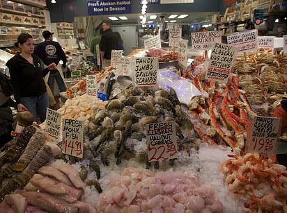 Pike Place (Seattle): halzsonglőrök mutatványa után