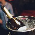 Így tudod leggyorsabban lehűteni a bort