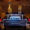 13 milliós luxus pezsgősládával jött ki a Rolls Royce