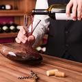 Mit jelent a dekantálás és melyik bort kell dekantálni?
