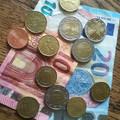 Kuncog az euro-krajcár. Európai képeslapok