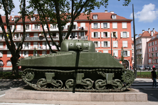 Európai határ-történet tankkal, híddal, villamossal