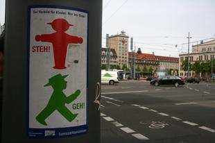 Kisemberek. Ampelmann ... Európai képeslapok