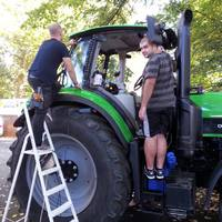 Traktor ablak üveg fóliázás!