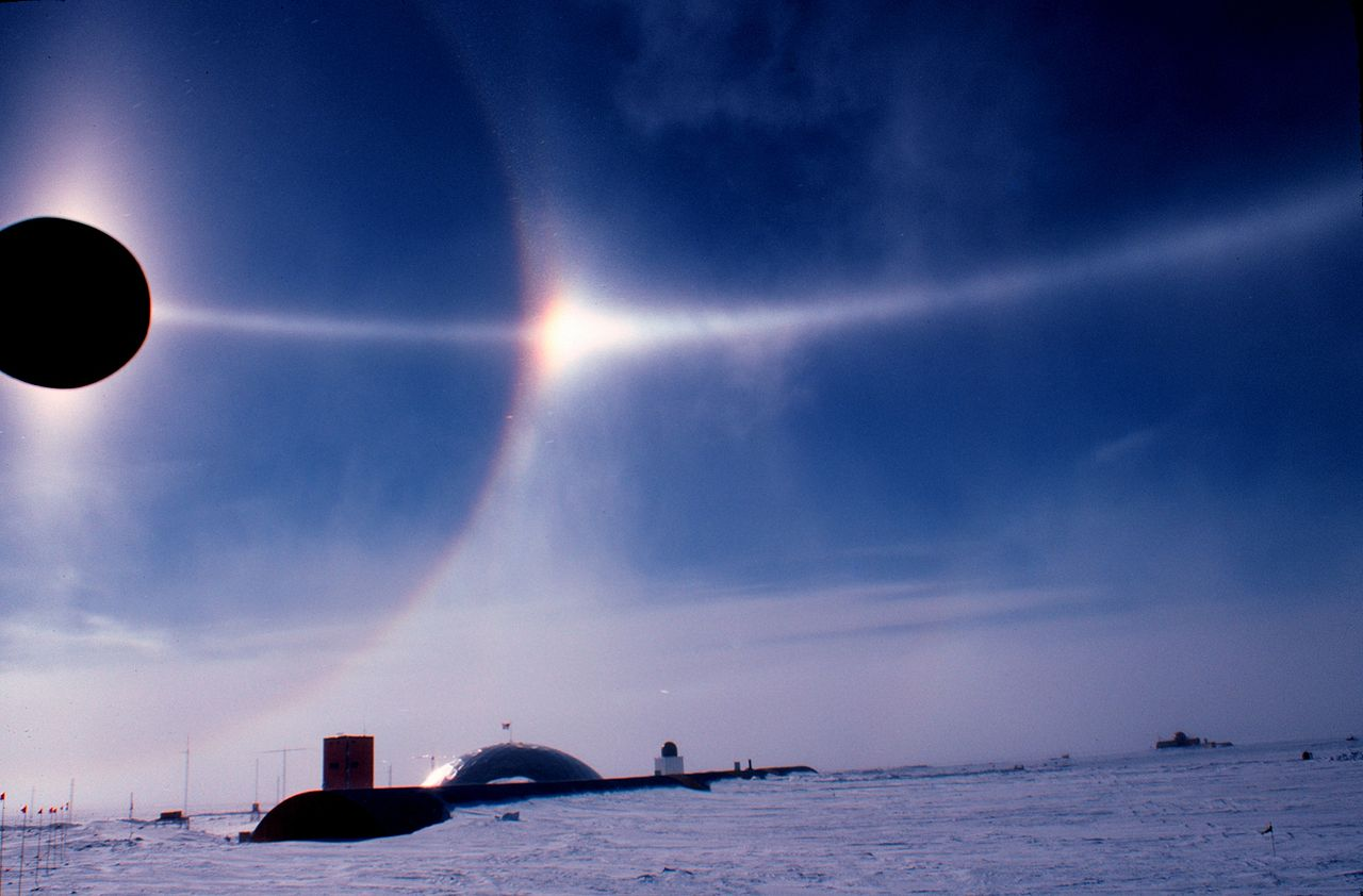 1280px-halo_and_sun_dog_noaa.jpg