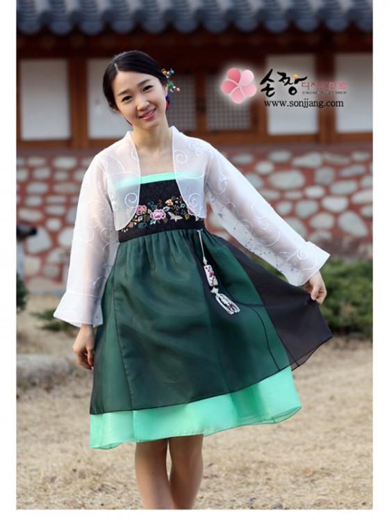 Modern hanbok rövid szoknyával
