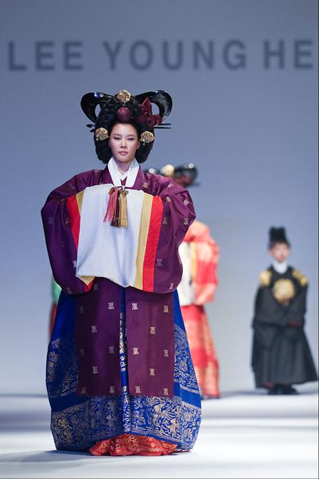 I Jonghi által tervezett hanbok. Fotó: Naver