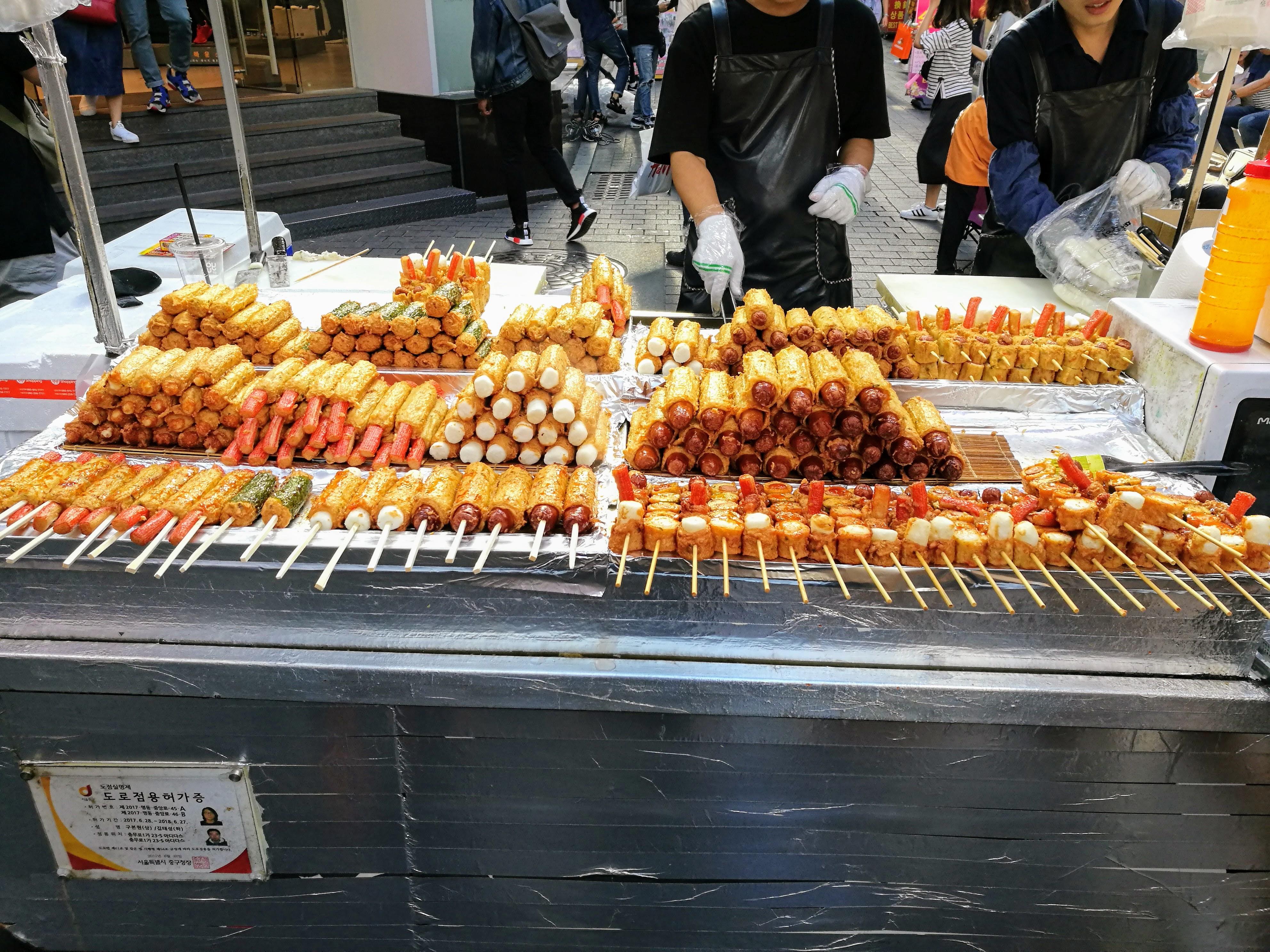 utcai ételárus Mjongdongban.